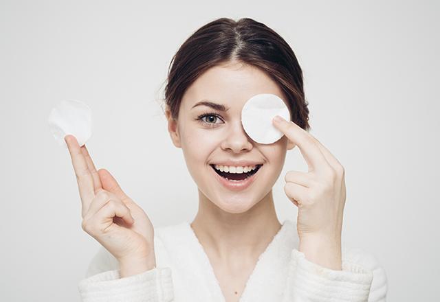 Oczyszczanie skóry twarzy z Pure Skin Therapy