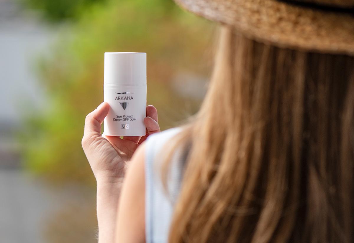 Jak chronić skórę przed szkodliwym działaniem słońca wiosną i latem?