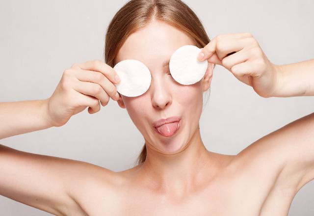 Demakijaż i oczyszczanie skóry twarzy bez mydła